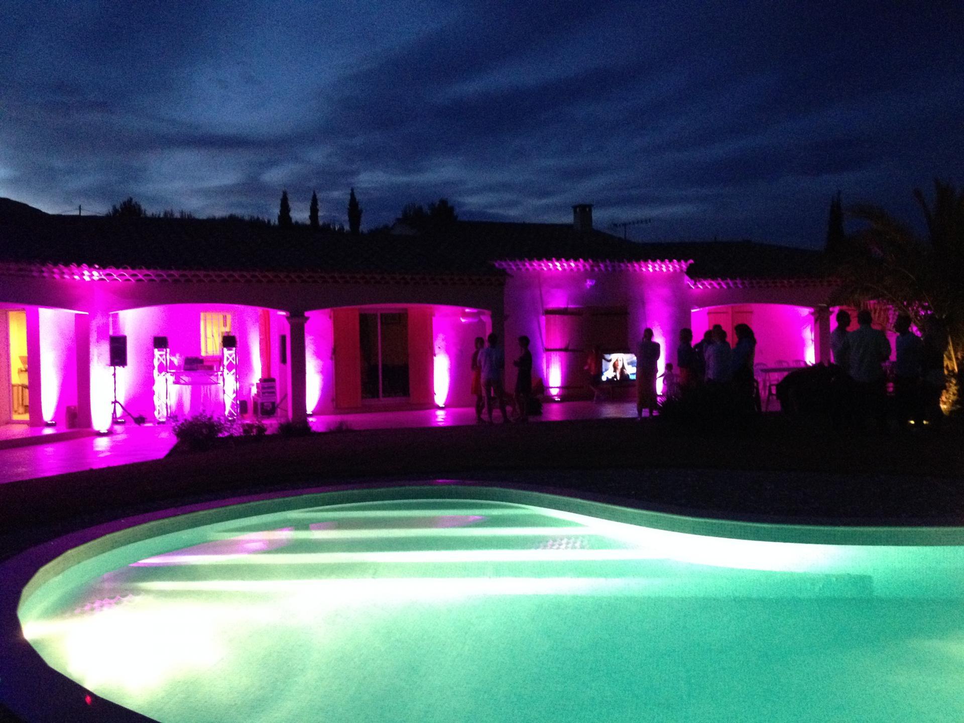 Habillage lumière d'une façade de villa